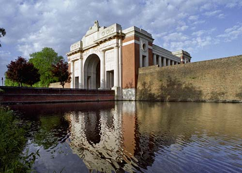MENIN GATE, YPRES, BELGIUM. OVER 54,000 NAMES OF SOLDIERS WHO HAVE NO KNOWN FINAL RESTING PLACE ARE ENGRAVED ON THE WALLS OF THE MEMORIAL. EUROPE. THE WW1-1914-1918 CEMETERIES AND MEMORIALS MAINTAINED BY THE COMMONWEALTH WAR GRAVES COMMISSION. COPYRIGHT PHOTOGRAPH BY BRIAN HARRIS © 2006 0044(0)7808-579804-brianharrisphoto@ntlworld.com OR brian@brianharrisphotographer.co.uk